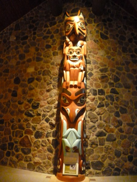 Totem in Foyer